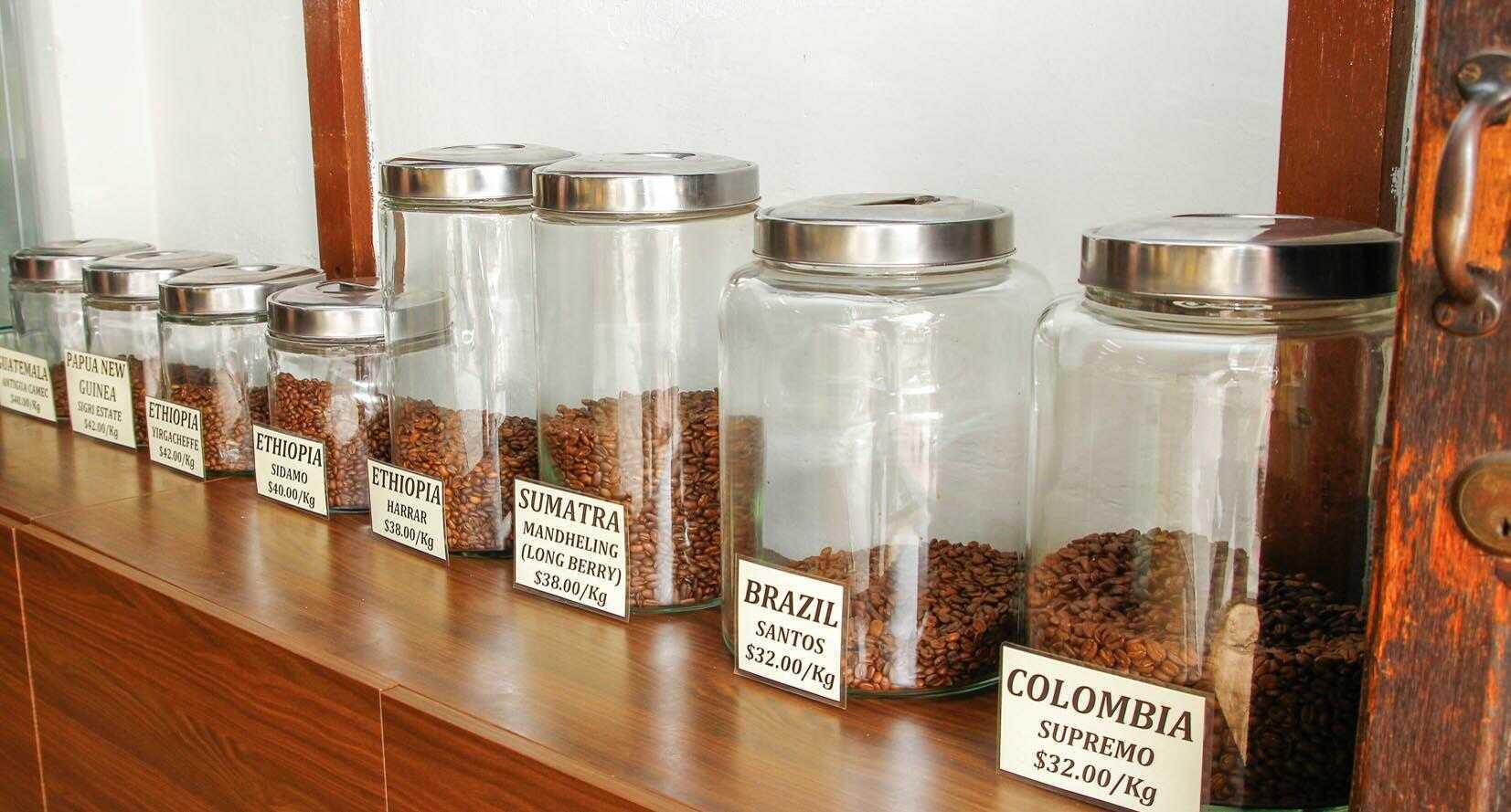 Nên đựng cà phê trong hũ nhựa hay thủy tinh?