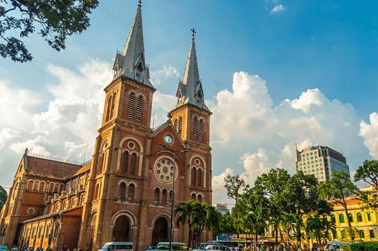 Quán cà phê view Nhà thờ Đức Bà phải đặt trước mới có thể 'sống ảo'