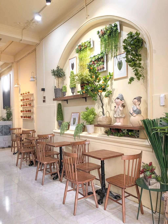 Những quán cà phê phong cách nhiệt đới tại TP.HCM